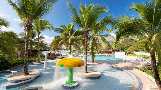 Holiday Inn Resort Vanuatu: Swimming Pool