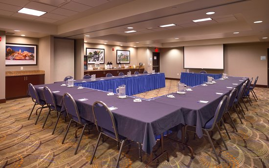 U-Shape - Holiday Inn Express & Suites, Overland Park, KS
