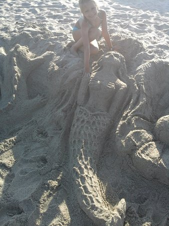 Grand Platon Hotel: мы лубили лепить на пляжу Grand Platon