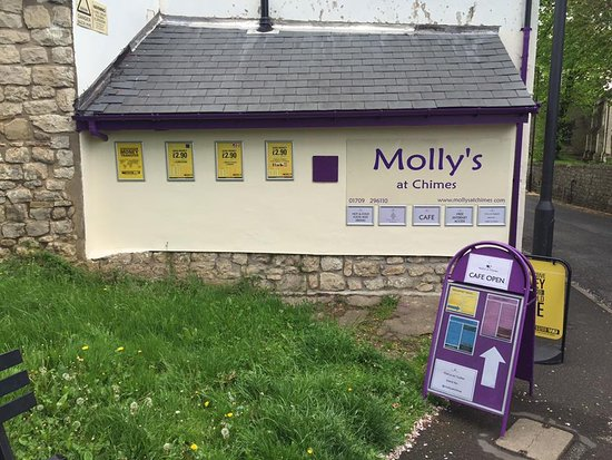 Conisbrough, UK: Side of Molly's at Chimes....