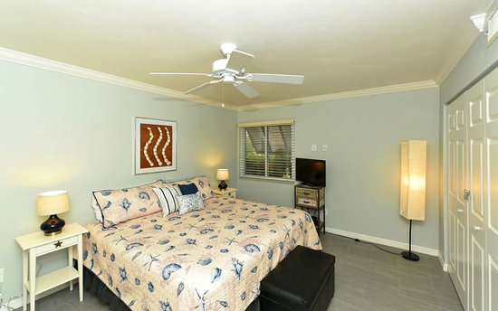 White Sands Village: Master of unit 303 - King bed and ensuite bathroom with massage shower head in tub shower combo