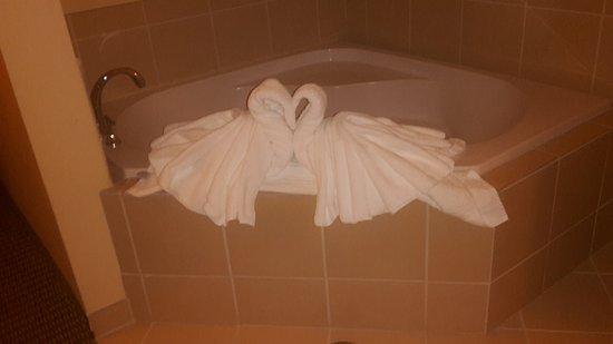 Comfort Suites Hotel & Convention Center Rapid City: Jaccuzi in KIng Suite