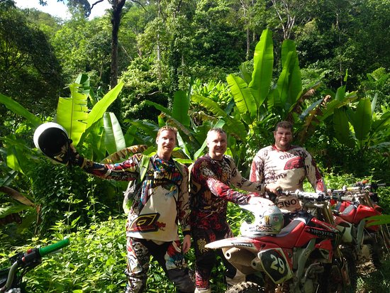 Chalong, تايلاند: Jungle trail enduro riding in Phuket with guide