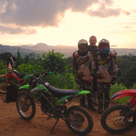 Chalong, تايلاند: Sunrise on trail enduro riding in Phuket with guide