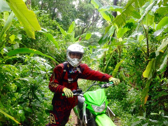 Chalong, تايلاند: Jungle trail enduro riding in Thailand with guide