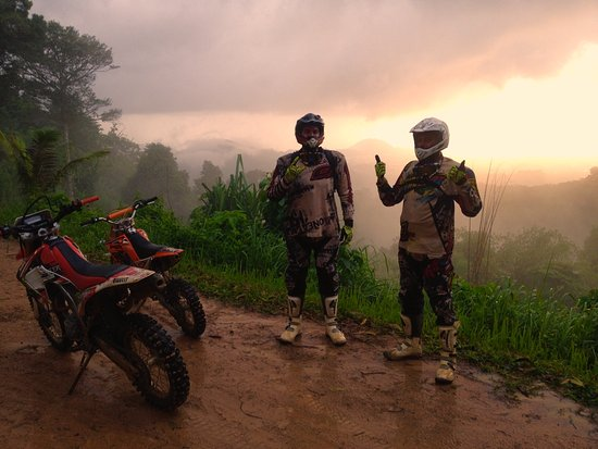 Chalong, تايلاند: Mountain top on trail enduro riding in Phuket with guide