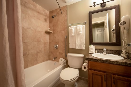 Brownsville, VT: Private bathroom with shower-tub combination