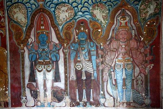Tangalle, سريلانكا: Mulkirigala Rock Monastery
