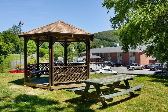 Econo Lodge Harpers Ferry: Gazebo