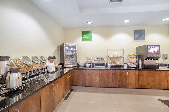 Tooele, UT: Breakfast Area