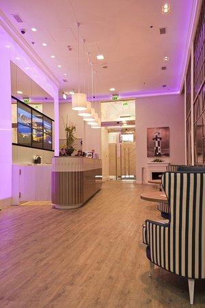 Estilo Fashion Hotel: Lobby, Reception