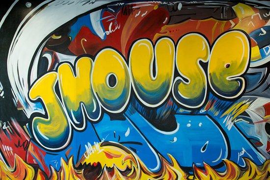 กรีนวิช, คอนเน็กติกัต: J House Art