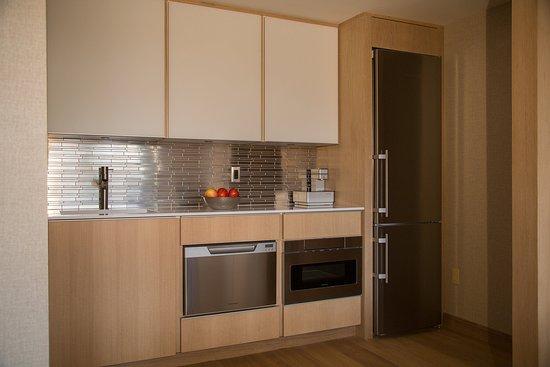 กรีนวิช, คอนเน็กติกัต: Ambassador Suite Kitchen