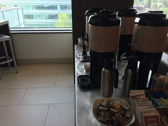 Burnaby, Canada: Coffee, decaf and hot water & tea