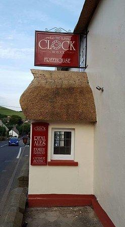 Chideock, UK: The Clockhouse Inn