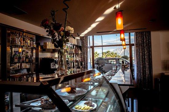 โรงแรมแอร์พอร์ต ติรานา: Bar