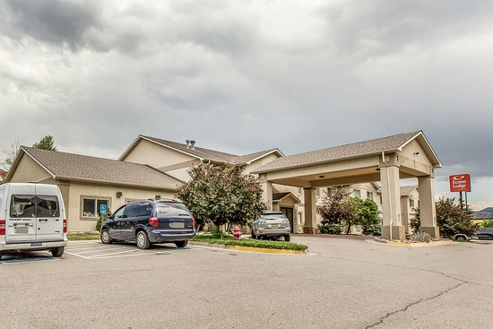Econo Lodge Inn & Suites : Exterior