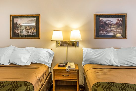 New Castle, CO: Guest Room