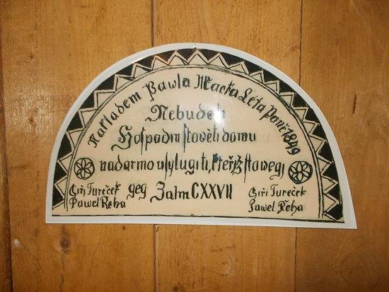 Roznov pod Radhostem, Czech Republic: Valašské muzeum v přírodě - Městečko - štít každého domu byl originál