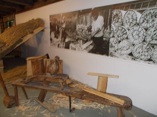 Roznov pod Radhostem, Czech Republic: Valašské muzeum v přírodě - Městečko - jak se staví dům