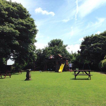 Hurdlow, UK: Garden and play area