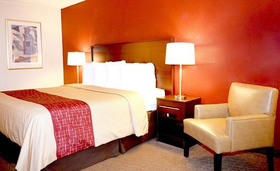 Suwanee, GA: King Bed