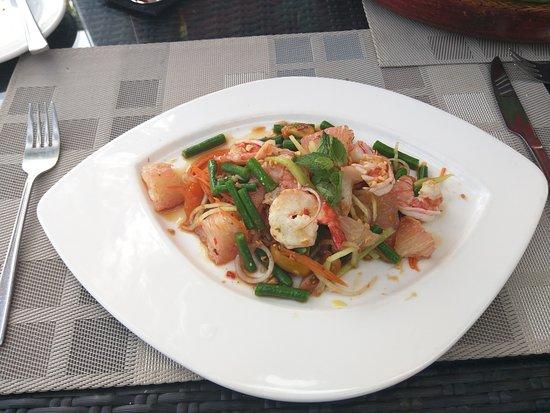 Legian Beach Hotel: Good food at the beach restaurant.