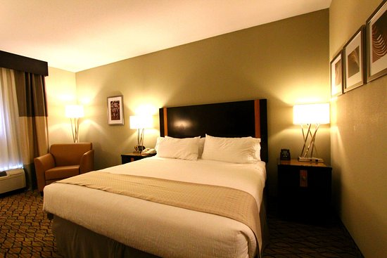 Effingham, IL: King Bed Guest Room