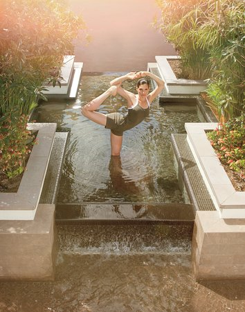 Manalapan, FL: Yoga In Self Centered Garden Pond