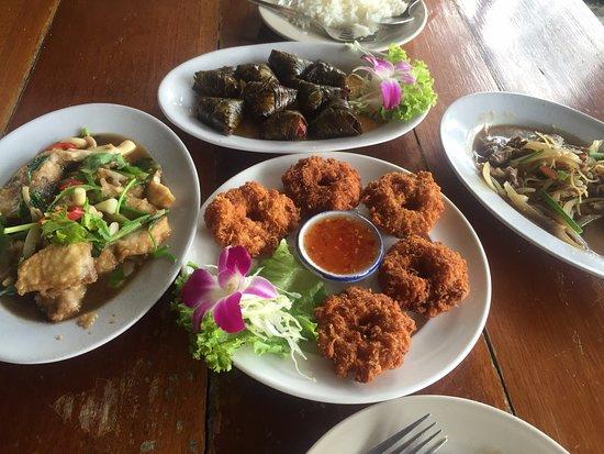 Takieng Restaurant: Shrimp cake, beef, pandan chicken and fish fillet