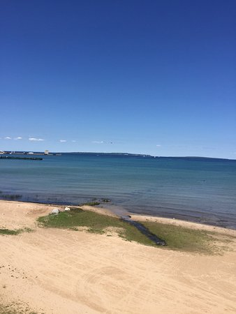Mackinaw Beach and Bay - Inn & Suites: photo0.jpg