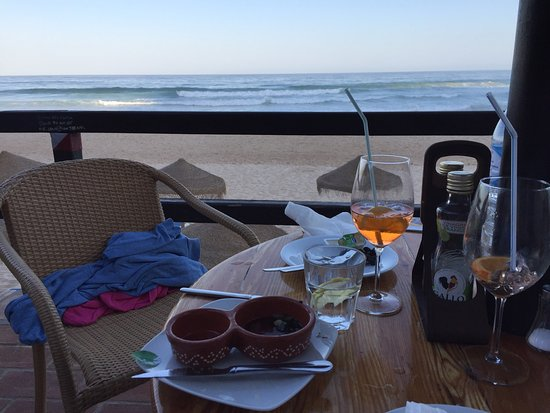 Burgau Beach Bar: Sensationell zubereitete catches of the day, unvergleichliche Beach-Atmosphäre!!