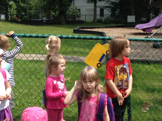 Chautauqua, Нью-Йорк: the Children's School 9-noon daily for 3-6 year olds