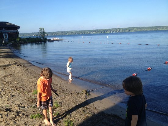 Chautauqua, Нью-Йорк: Children's beach by the College Club on the lake