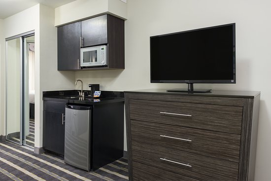 Norman, OK: King Suite Kitchenette
