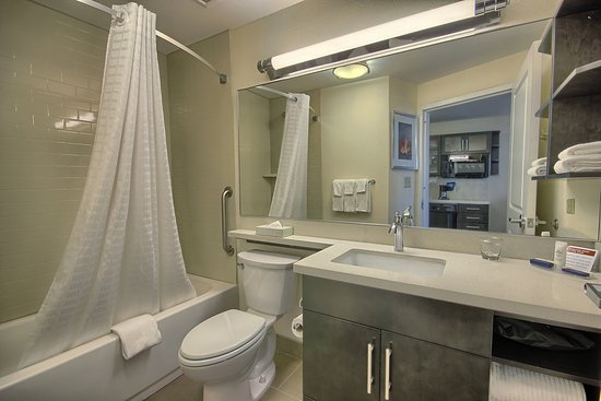 Grove City, OH : Our Two Queen Bed Studio Suite Bath