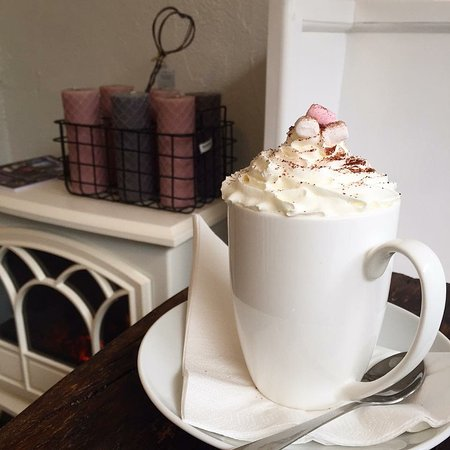 West Sussex, UK: Our famous hot chocolate with all the trimmings