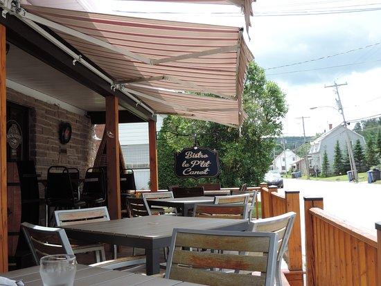Saint-Jean-des-Piles, Canadá: Terrasse du Bistro