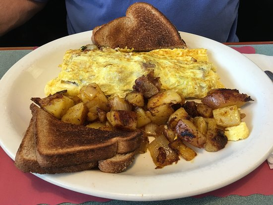 Windsor, CT: Winning omelettes at Dom's! Bottomless delicious coffee!