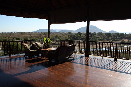 Malelane, Sydafrika: The covered part of the veranda overlooking the river