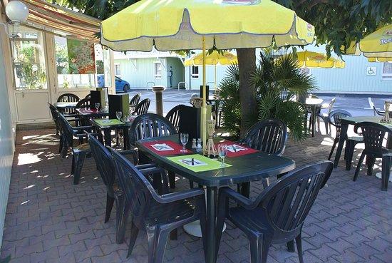 Fasthôtel Perpignan : Repas en terrasse