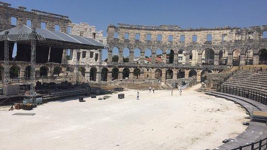 Pula, Kroatië: Man muss nicht unbedingt rein gehen Von außen sieht man sich genug