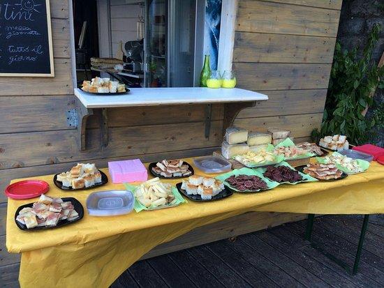 Brienno, İtalya: Vista mozzafiato e ottimo buffet.