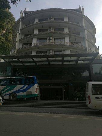 Tangrenjie Hotel: IMG_20160721_202822_large.jpg