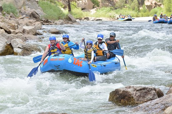 Buena Vista, CO: Row like a viking ship!!!! Girls get your paddles in the water!