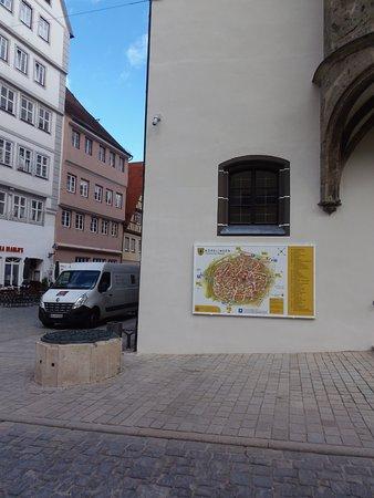 Nordlingen, Tyskland: Rathraus com mapa da cidade