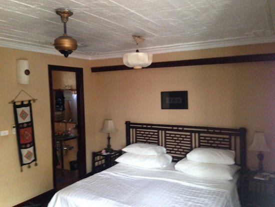 Queen Hotel: nice room, good bed
