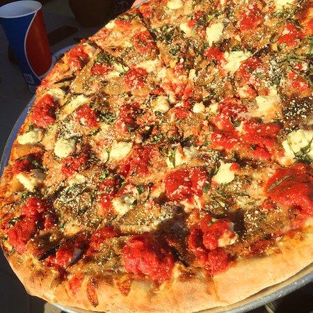Solana Beach, CA: The Eggplant Pizza