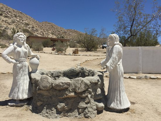 Yucca Valley, CA: Statues