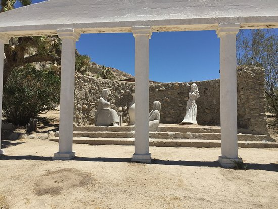 Yucca Valley, CA: Statue Group